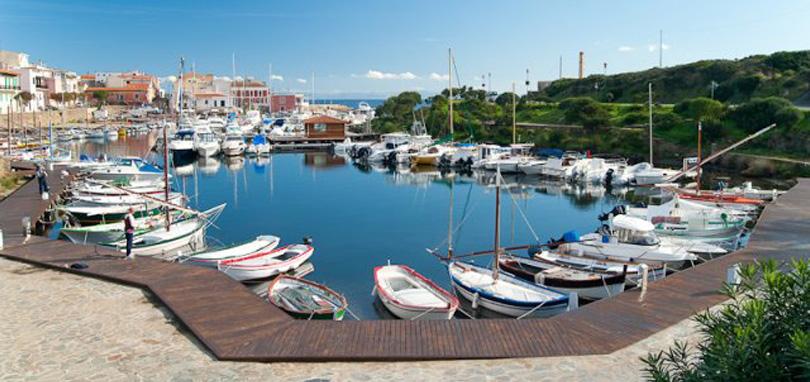 Villa con piscina a stintino villa del mar for Planimetrie del paese con portici